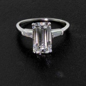 emerald-cut-diamond-ring-w740