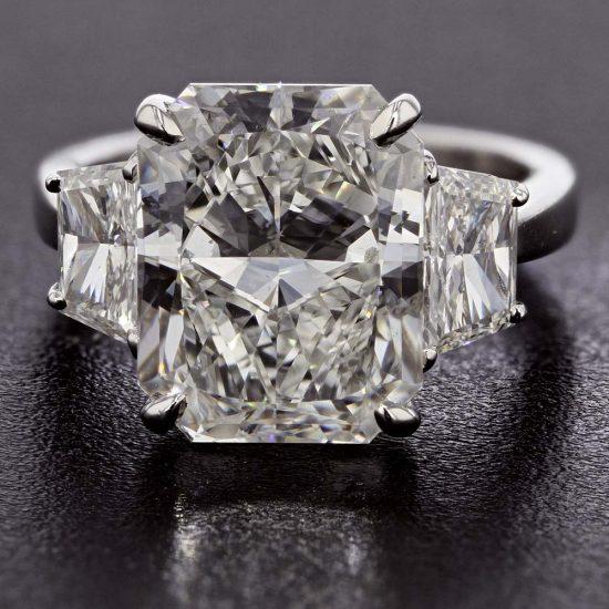 Radiant Cut Diamond Solitaire Ring 2