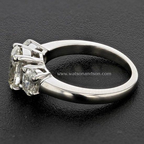 Three Stone Oval Diamond Ring 3