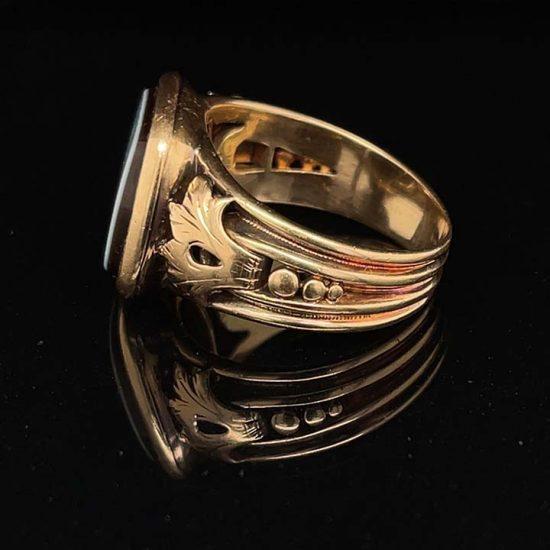 Sardonyx Yellow Gold signet Ring 3